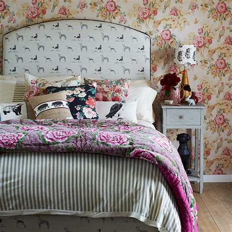 Bedroom Wallpaper Country by Country Bedroom With Floral Wallpaper Country Bedroom