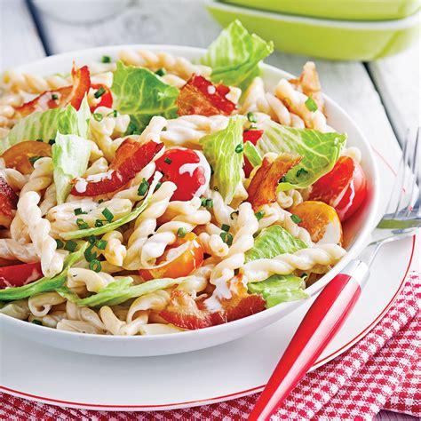 recette de salade de pates froide au poulet salade de p 226 tes b l t soupers de semaine recettes 5 15 recettes express 5 15 pratico