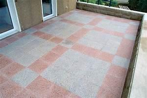 Betonplatten Mit Holzstruktur : terrasse mit betonplatten steinterrasse ~ Markanthonyermac.com Haus und Dekorationen