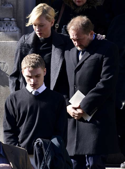 funeral  philip seymour hoffman picture