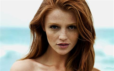 4557960 Cintia Dicker Model Women Redhead