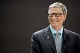 Microsoft-Gründer Bill Gates nutzt ein Android-Handy