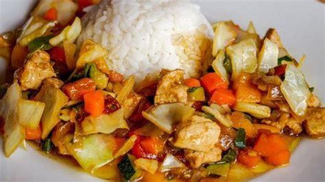 Resep tumis ayam kampung resep mama kezra resep mama kezra. Resep Nasi Tumis Ayam Sayuran - Lifestyle Fimela.com