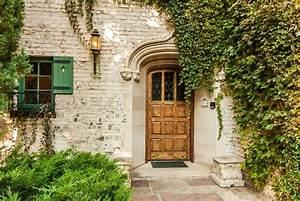 17 Inviting Front Doors