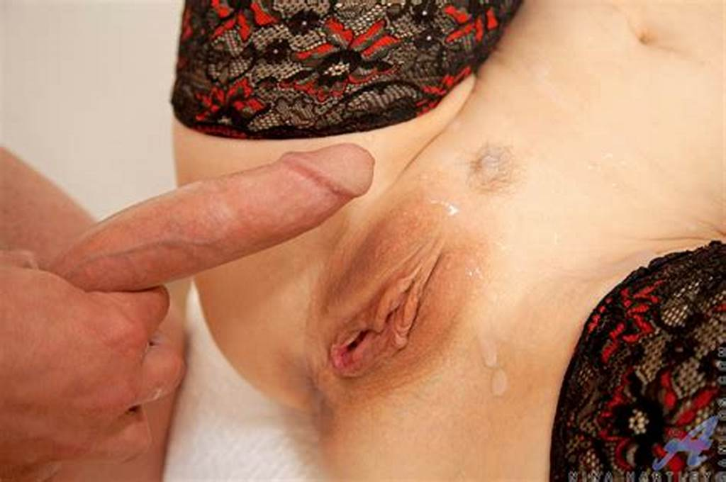 #Super #Hot #Molly #Bennett #Shows #Off #Body