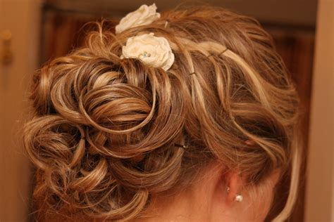 Romantic Half Updo Wedding Hairstyle For Thin Hair Bride