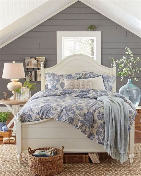 Bedroom Decorating Ideas Cottage by Best 25 Farmhouse Bedrooms Ideas On Modern