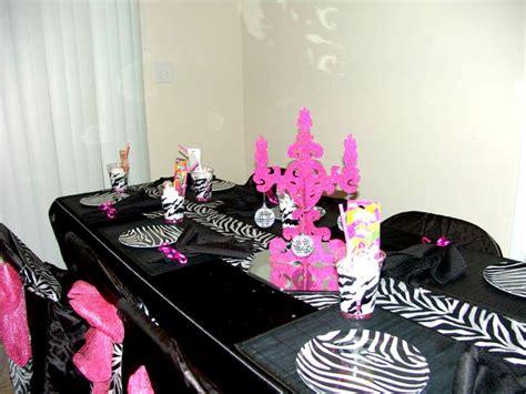Classroom Decorating Ideas With Zebra Print by Best 25 Zebra Centerpieces Ideas On Zebra