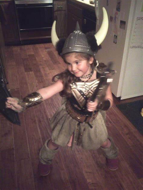 viking krigare flicka warrior excl