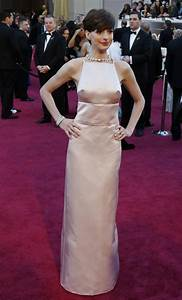 Anne Hathaway Wardrobe Malfunction: Oscars 2013 Dress ...