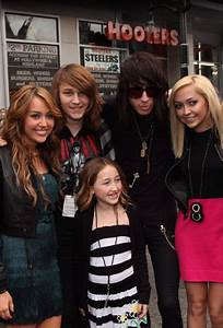 Noah Cyrus; sister of popular singer Miley Cyrus, is she ...