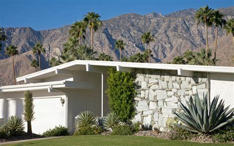 lurid  hollywood tales lurk   palm springs homes