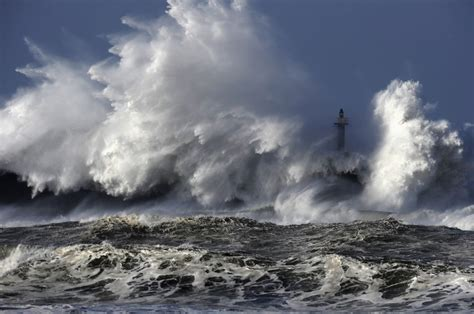 Pictures Giant Waves Crashing  Business Insider