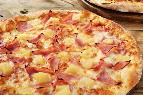 cuisiner une pizza jambon ananas et bacon un trio parfait cuisiner la