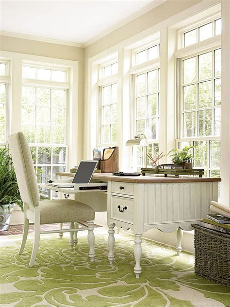 bright  airy offce space  rug  fabulous writer