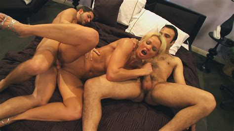 Blondie With Perky Tits Gets Hardcore Threesome Action In