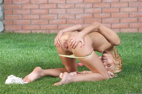 Pictures Of Teen Sasha Blonde All Nude In The Back Yard