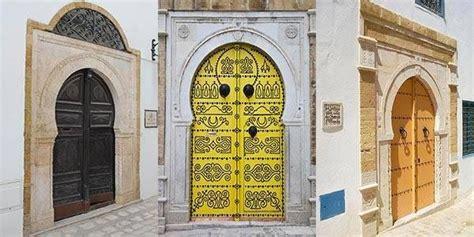 decouvrez ce qui se cache derriere ces  anciennes portes