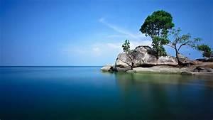 Blue lagoon - wallpaper.