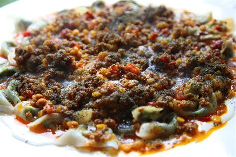 afghan dumplings with beef sauce and garlic yoghurt ashak