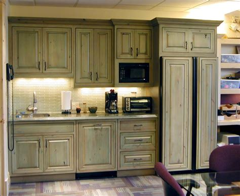 Antique Kitchen Cabinets For Vintage Style Room — Manitoba