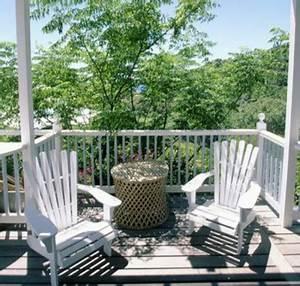 balkon gestalten die richtigen balkonmobel fur mehr With französischer balkon mit baum im garten fällen kosten