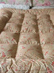 Vintage Eiderdown with Floral Paisley pattern