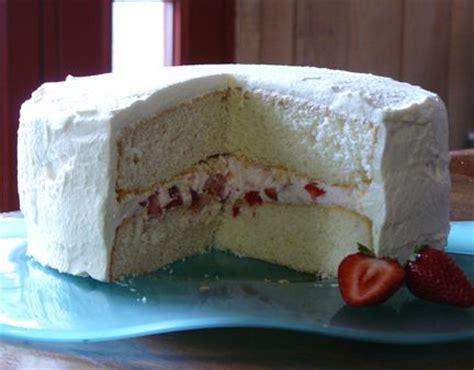 vietnamese style strawberry cream cake frosting