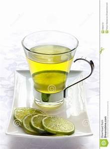 Tee Im Glas : glas gr ner tee mit kalk stockbild bild 26804731 ~ Markanthonyermac.com Haus und Dekorationen