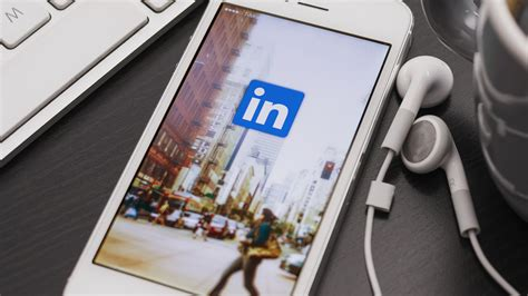 in mobile linkedin intros b2b spin on facebook s custom audiences to