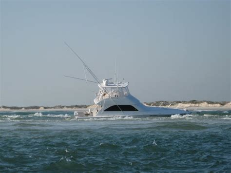 1m boat sinks at inlet