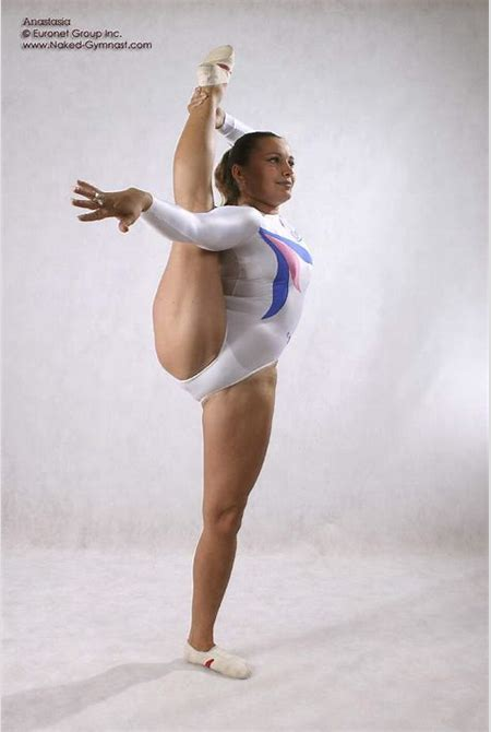 Leggy nude ballet
