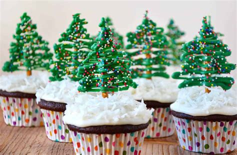 chocolate christmas tree cupcakes with cream cheese
