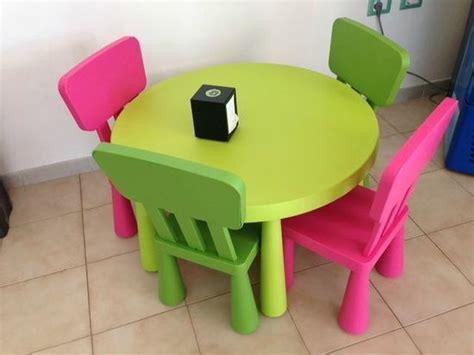 Il Tavolo E Le Seggiole Per Bambini