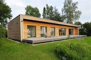 Holzhaus Bungalow Preise : dieser bungalow kombiniert naturoptik und moderne schn rkellose architektur moderner bungalow ~ Whattoseeinmadrid.com Haus und Dekorationen