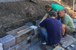 Wie Baut Man Ein Hochbeet : wie man eine trockenmauer baut die kunst des entspannten ~ Frokenaadalensverden.com Haus und Dekorationen