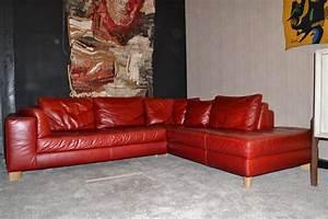 Canape Angle Rouge : grand canap d angle design italien en cuir rouge paul bert serpette ~ Teatrodelosmanantiales.com Idées de Décoration