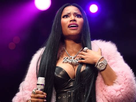 Machine Gun Kelly Wallpapers The Nicki Minaj Quot Queen Quot Memes Have Infiltrated Her Kingdom Hiphopdx
