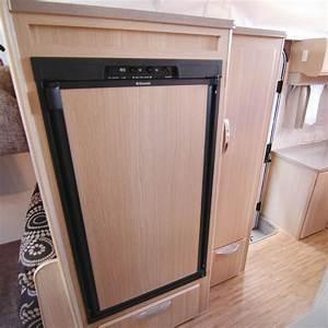 CaravansPlus: Dometic RM2553 Fridge - 150 Litre - Gas