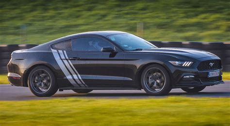We'll be over here—building it. Jazda Ford Mustang co drive - Prezent • Katalog Marzeń