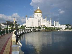 Omar_Ali_Saifuddin_Mosque-Brunei_famous world Islamic ...