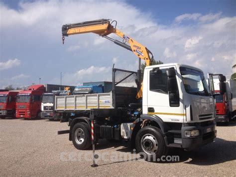iveco eurocargo 150e28 k usato camion con gru e