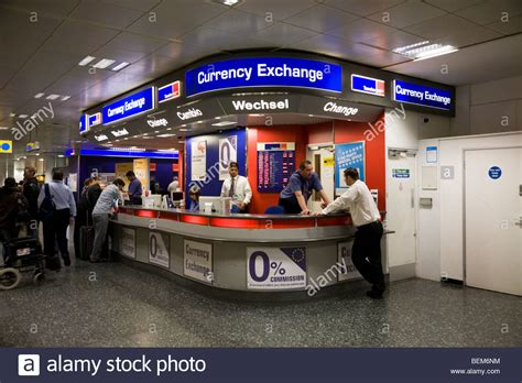 bureau de change 15鑪e bureau de change office operated by travelex at gatwick airport south stock photo