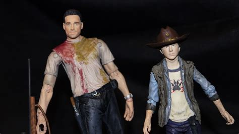 Hunting Down The Fourth Season Of The Walking Dead Action