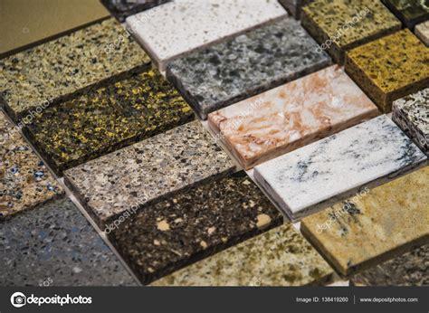 olika av sten faerg prover foer koek baenkskivor granit