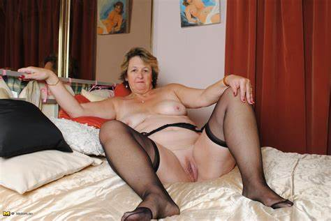 European Granny Willing Bbw Boys Small Mama Dildoing With Her Juicy Booty