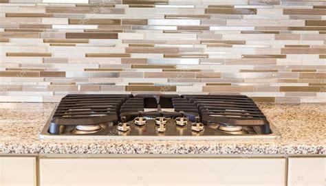 piano cottura moderno piano cottura a gas moderno con granito e piastrelle