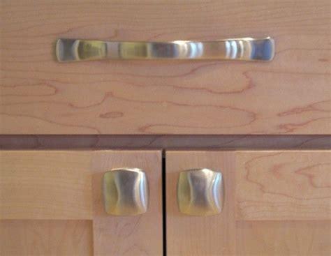 Kitchen Door Handles Essex by Kitchen Knobs Verses Pulls Kitchen Cabinet Door Pulls