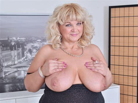 Euro Bbw Milf Renatte Pleasures Her Plump Pussy Hd Porn 69