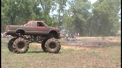 monster truck mud videos monster 4x4 mud truck jumps dirt pile youtube